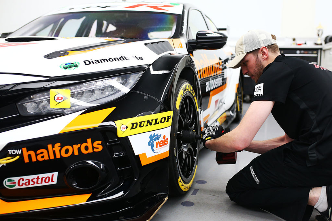 Mechanix Wear Partners with Team Dynamics and Halfords Yuasa Racing for the British Touring Car Championship