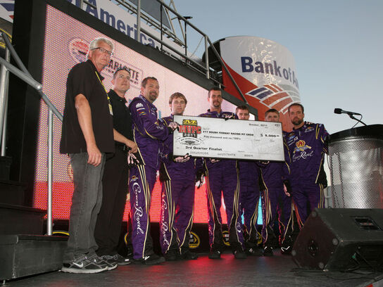 No. 17 Crown Royal Ford Pit Crew Toasts Success On Pit Road In 3rd Quarter